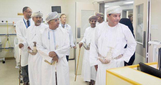 وزير الإعلام يدشن وحدة العناية المركزة للكبار والأطفال وجهاز المنظار بمستشفى صور المرجعي