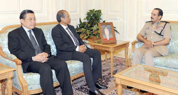 بحث التعاون الثنائي بين السلطنة وسنغافورة في عدد من المجالات