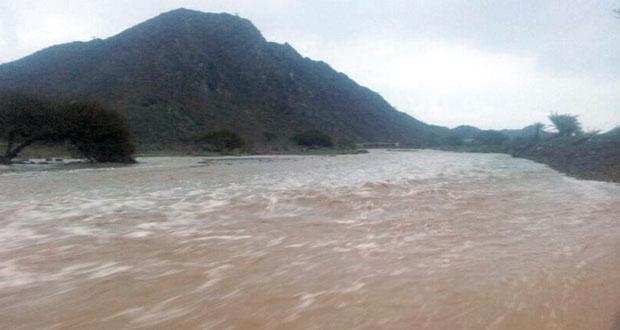 هطول أمطار تراوحت بين الغزيرة والمتوسطة والخفيفة على عدد من محافظات وولايات السلطنة