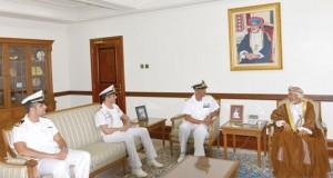 نائب محافظ مسقط يستقبل قائد سفينة بحرية ايطالية