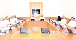 لجنة الشباب والموارد البشرية تناقش الصعوبات التي تواجة الشباب