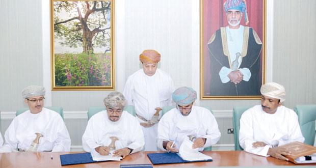 التوبي يوقع اتفاقية الإستراتيجية الوطنية من آثار البيئة بالتعاون مع جامعة السلطان قابوس