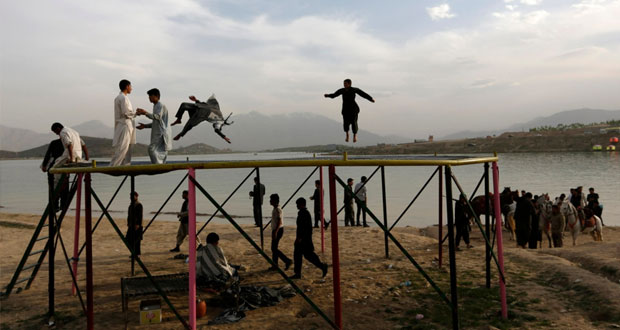 السلطات الأفغانية تغلق سجونا سرية لـ(الأطلسي) وقتيلان من الحلف بهجوم في (قندهار)