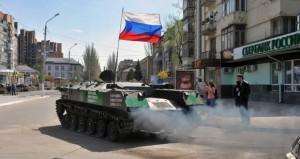 موسكو تطمئن تتار القرم بمرسوم (إعادة الاعتبار).. وبايدن في كييف لبحث مواجهة (الانفصال)