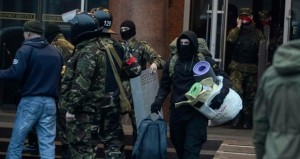 موسكو تُطمئن مسلمي (القرم) وتحذر أوكرانيا من الانضمام لـ(الناتو)