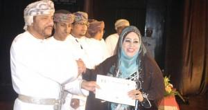 """""""الفزاعة"""" تختتم عروض مهرجان ظفار المسرحي الأول وتكريم الفائزين المشاركين"""