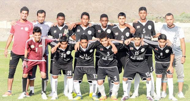 تواصل منافسات بطولة الغشب الأولى لفئة الشباب بولاية الرستاق