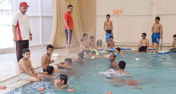 مراكز تدريب وتعليم السباحة للناشئين تواصل عملها وتؤتى ثمارها