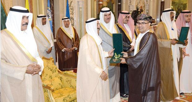 الكويت تقلد عمانتل وسام الامتياز تقديرًا للإسهامات الإيجابية البارزة في مجالات العمل الشبابي