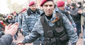اشتباكات في شرق أوكرانيا والسلطات تجاهد لـ(لملمة) الأمن
