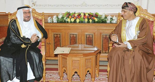 نيابة عن جلالة السلطان..فهد بن محمود يستقبل الأمين العام لـ(التعاون الإسلامي)