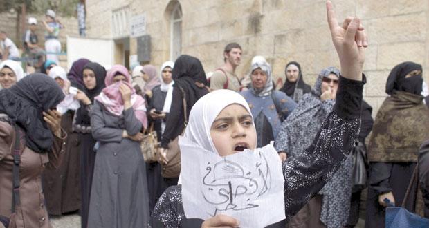 """اشتباكات وإصابات خلال اقتحام مستوطنين وعناصر للاحتلال """" الأقصى"""""""