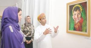 """منى بنت فهد تفتتح معرض """"انطباعات عن عمان"""" في المركز العماني الفرنسي"""