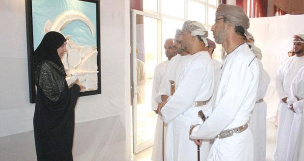 جمعية الفنون بالبريمي تستضيف المعرض التشكيلي لإعادة تدوير النفايات