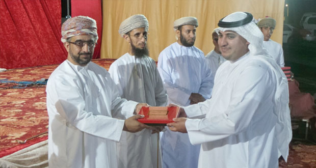 منشدو السلطنة يقدمون إبداعاتهم في المهرجان الإنشادي الخامس بالرستاق
