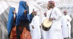 """""""الأصالة والمعاصرة"""" يجتمعان في احتفالات سوق واقف التراثية والثقافية والفنية"""