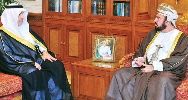 نيابة عن جلالة السلطان أسعد بن طارق يودع السفير السعودي