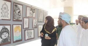 الكلية التقنية بنـزوى تنظم معرضها السنوي للفنون التشكيلية والتصوير الضوئي