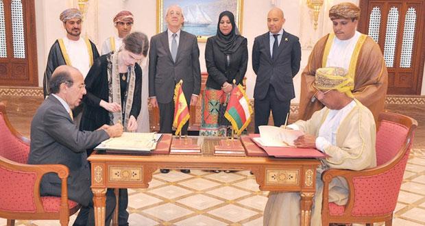 السلطنة وإسبانيا توقعان على اتفاقية تجنب الازدواج الضريبي و4 مذكرات تفاهم في مجالات الدفاع والنقل والسياحة والمحفوظات
