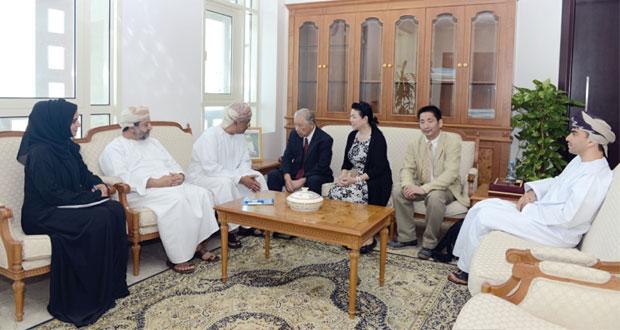 وفد ياباني يبحث تعزيز مجالات التعاون الحرفي في السلطنة