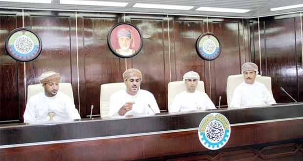 رئيس الغرفة يلتقي أصحاب وصاحبات الأعمال والمسئولين في الشركات العاملة في بمحافظة ظفار