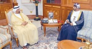 وزير ديوان البلاط السلطاني يستقبل سفير الإمارات