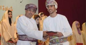 وزير الاعلام يرعى حفل مدرسة السلطان بالسيب بتخريج الدفعة الرابعة والثلاثين من طلابها