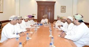 وزير السياحة يلتقي بمجلس إدارة جمعية الصحفيين العمانية