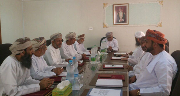 لجنة شؤون البلدية بنـزوى تناقش عددا من الموضوعات التي تهم الولاية