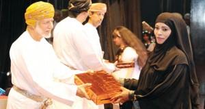 يوسف بن علوي يرعى الاحتفال بتكرم (271) تربويا بمناسبة يوم المعلم بتعليمية محافظة ظفار