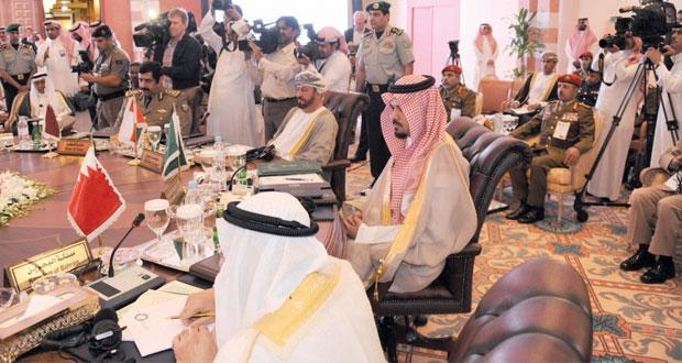 الوزير المسؤول عن شؤون الدفاع يترأس وفد السلطنة في اجتماع وزراء الدفاع الخليجي بالمملكة العربية السعودية