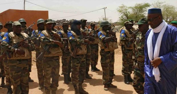"مالي : مسلحو "" الطوارق "" يخطفون 30 موظفا حكوميا"