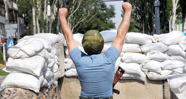 أوكرانيا: بوروشنكو يتعهد بانهاء الحرب في (الشرق) وأوروبا تطالبه باصلاحات