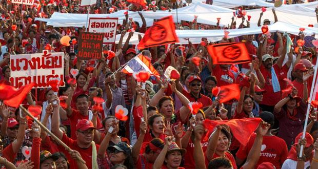"""تايلاند : المحتجون يمهلون حكومة تصريف الأعمال 72 ساعة للاستقالة وسط احتشاد مؤيدوها للدفاع عن """" الديمقراطية """""""