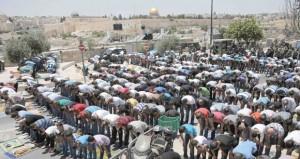 """إسرائيل تقيد دخول المصلين لـ """" الأقصى """" وتفرض إجراءات أمنية على القدس"""