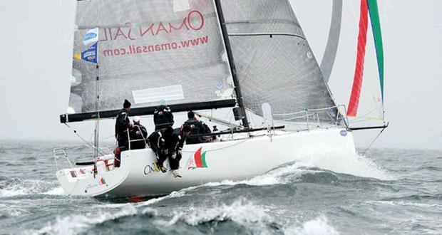 في سباق جراند بريكس جاداير بفرنسا ..فوز فريق عُمان للإبحار على متن قارب الإم 34 بالمركز الثالث