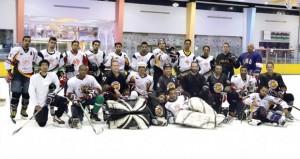فرحة كبيرة بإشهار اللجنة..منتخب هوكي الجليد يواصل تدريباته استعدادا للبطولة الخليجية بالكويت