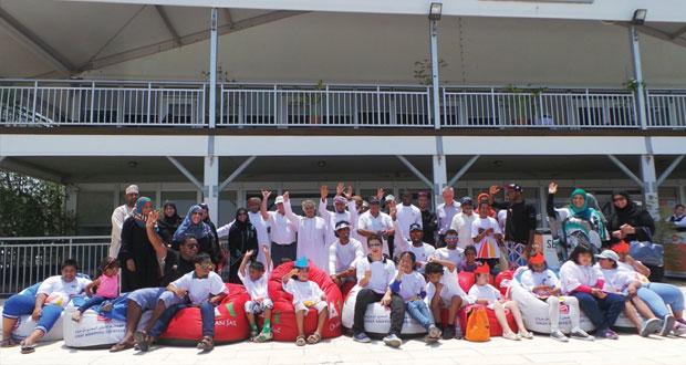 عُمان للإبحار والشركة العُمانية للنقل البحري تنظّمان فعالية ترفيهية لمجموعة دعم أسر متلازمة داون
