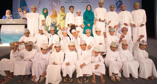 """عُمان للإبحار تحتفل بتكريّم المجيدين في مشروع """"جائزة الإجادة في الإبحار"""""""