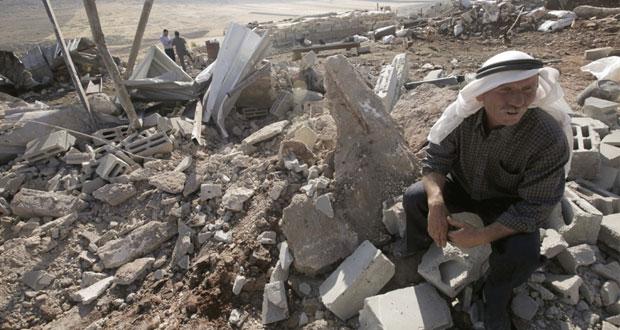 الاحتلال يهدم مساكن بنابلس ومستوطنوه يقتحمون الأقصى