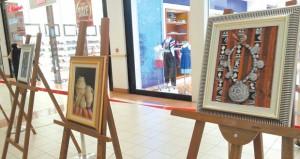"""اختتام فعاليات معرض الفن التشكيلي """"عبق التراث"""" للفنانة نوال المزينية"""