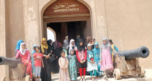 مسابقات ثقافية وأدبية ودينية ورحلات أثرية بالمنتدى الصيفي للنشاط النسوي بنـزوى