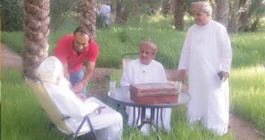 """""""ذاكرة"""" يقدم شخصيات عمانية حفظت تاريخها الإنساني في صور متعددة"""