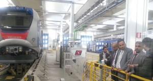 وزير النقل والاتصالات يطلع على أولى تصاميم مشروع سكة الحديد (البريمي ـ صحار) وآلية عمل قطار الفحص