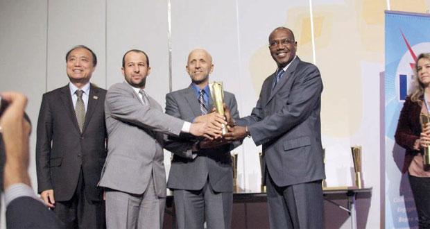 السلطنة تفوز بجائزة دولية في القمة العالمية لمجتمع المعلومات