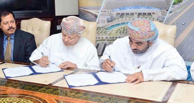 التوقيع على 31 اتفاقية في قطاع النقل البري بأكثر من 327.8 مليون ريال عماني