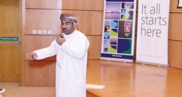 وزير النقل والاتصالات يؤكد على جاهزية ميناء صحار لانتقال الحركة التجارية الملاحية إليه من ميناء السلطان قابوس