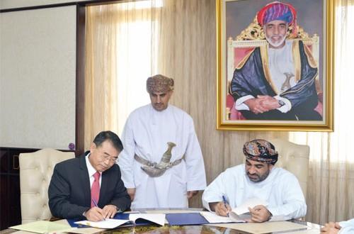 السلطنة توقع ثلاث اتفاقيات مع هيئات تصنيف دولية