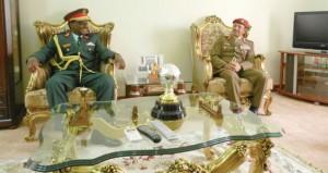 السلطنة و تنزانيا تبحثان التعاون العسكري المشترك