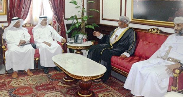 وفد كويتي يزور محكمة القضاء الإداري وجامعة السلطان قابوس